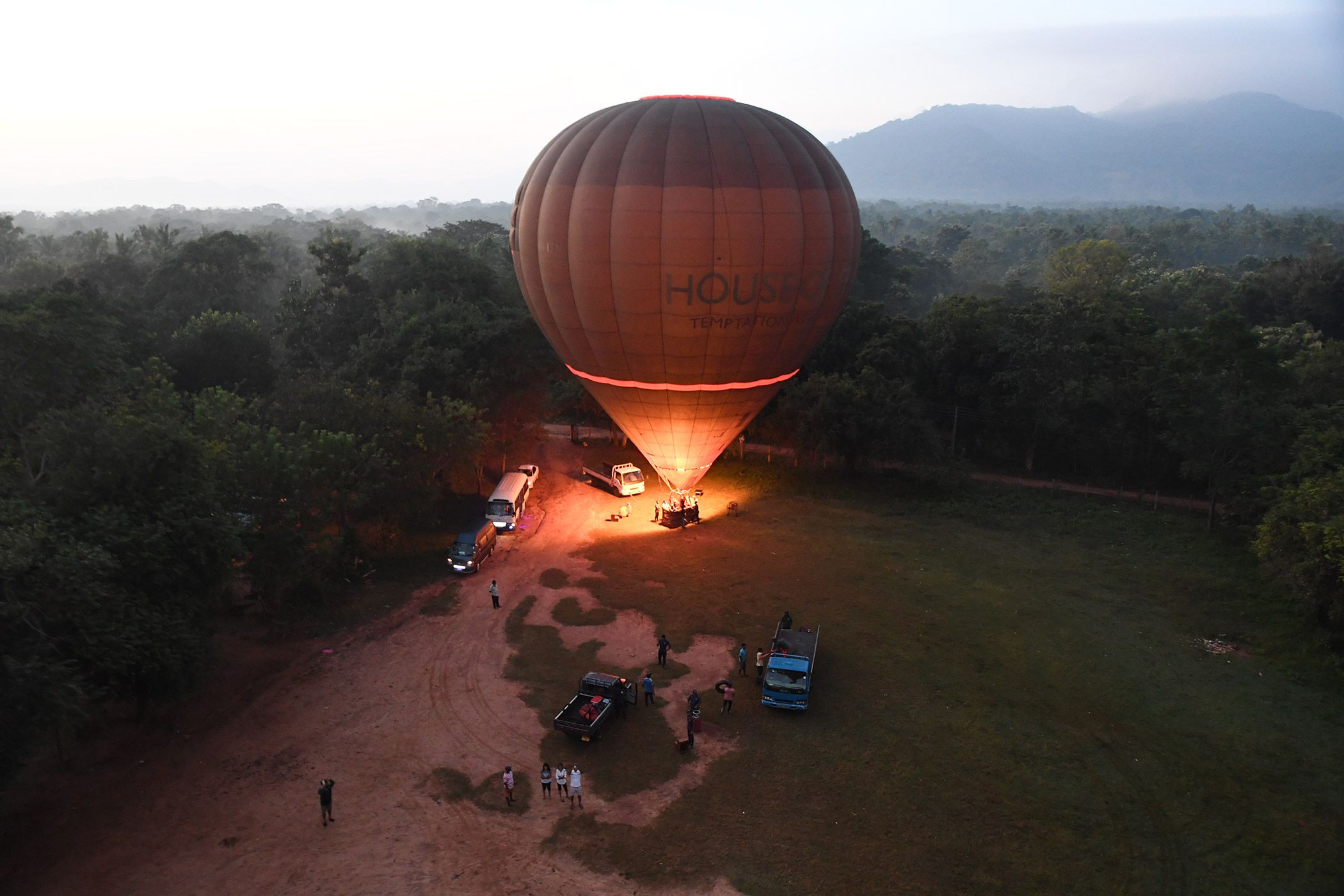 SRI LANKA - BALLOON